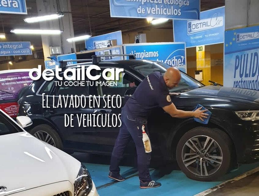 Limpieza detallada de vehículos sin agua